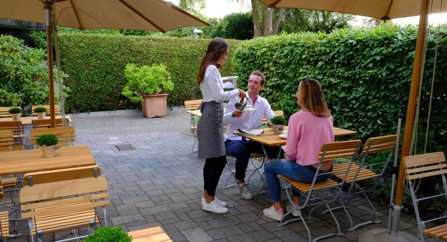 Garten Terrasse Café Restaurant Außenansicht Hotel An der Gruga Essen Messehotel Klinikhotel
